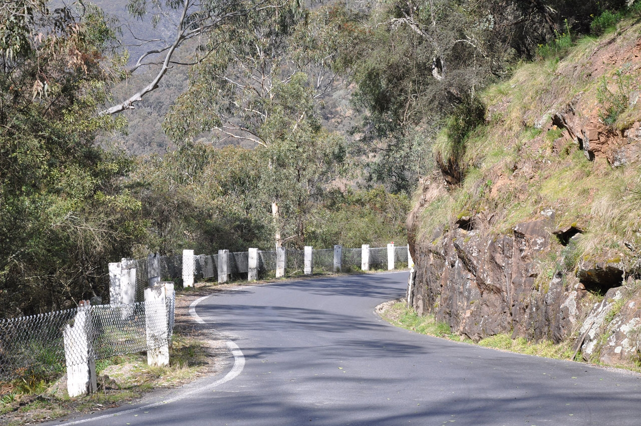The narrow road to Jenolan Caves