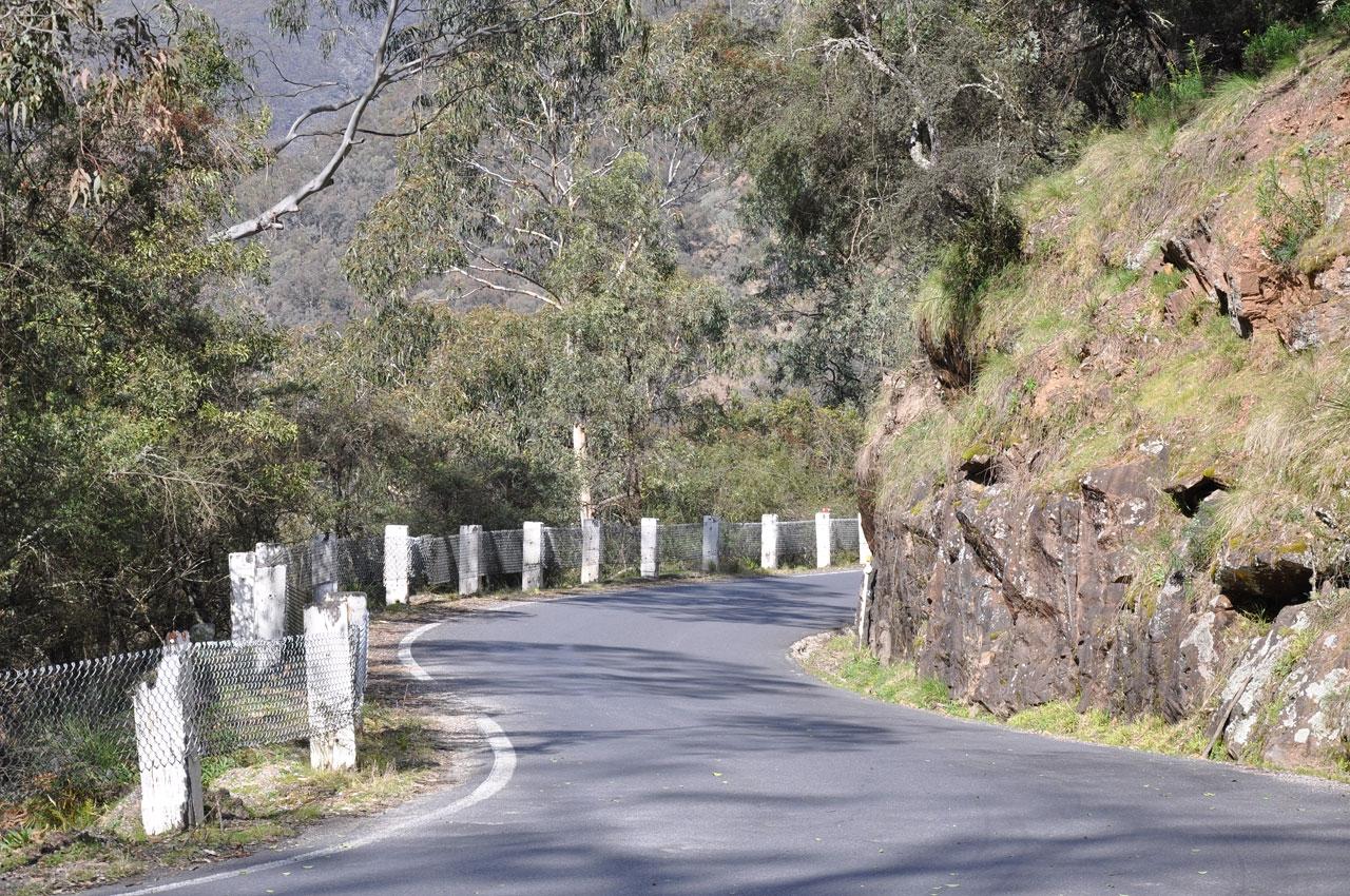 The narrow road to Jenolan Caves