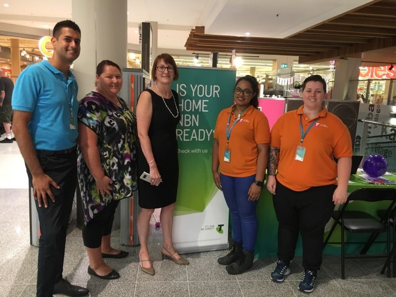 Federal Member Encourages Mountains Residents to Visit Telstra Kiosk